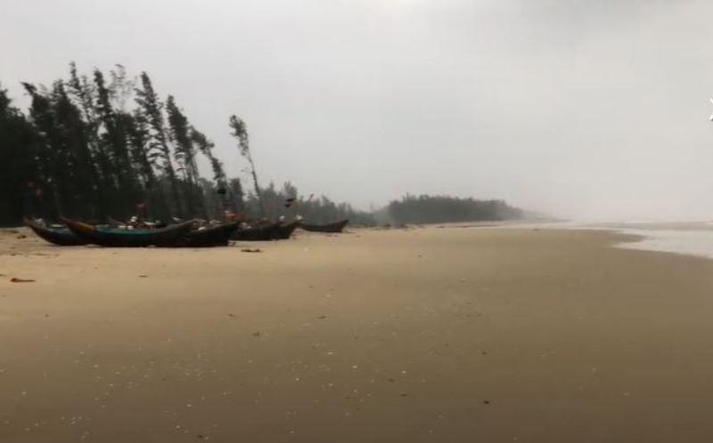 Thi thể 1 nam thanh niên dạt vào bờ biển - ảnh 1