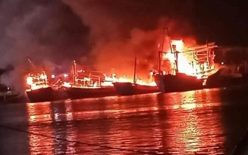 Điều tra vụ 4 tàu cá ngư dân bốc cháy dữ dội - ảnh 1