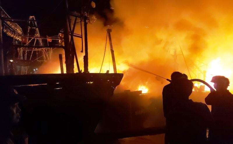 Điều tra vụ 4 tàu cá ngư dân bốc cháy dữ dội - ảnh 2