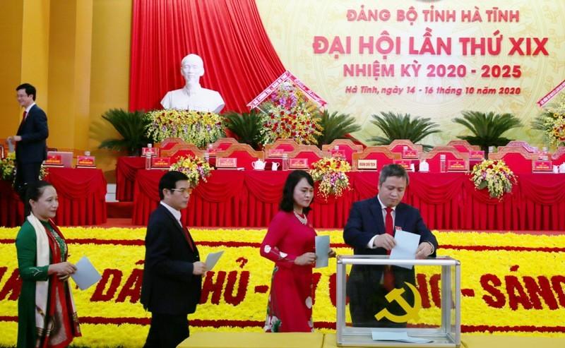 Công bố kết quả bầu Ban Chấp hành Đảng bộ Hà Tĩnh khóa XIX - ảnh 2