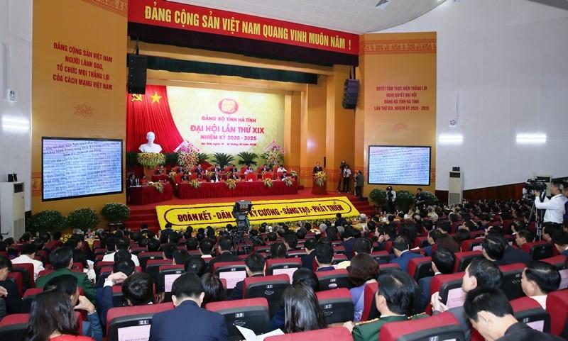 Khai mạc trọng thể Đại hội Đảng bộ tỉnh Hà Tĩnh lần thứ XIX - ảnh 2