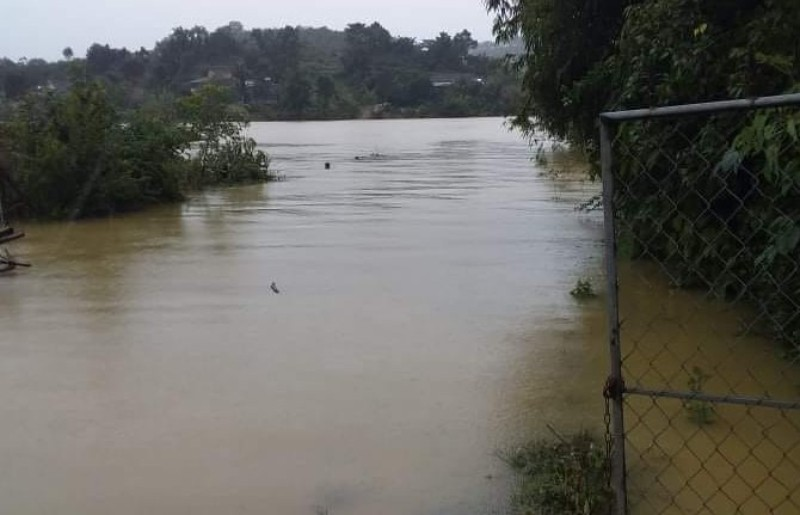 Hà Tĩnh  mưa lớn, nhiều nhà bị ngập, lên phương án sơ tán dân - ảnh 1