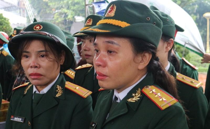 Rưng rưng đưa tiễn liệt sĩ hy sinh ở Rào Trăng 3 về với đất mẹ - ảnh 8