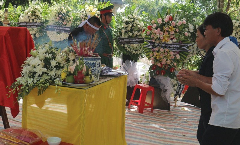 Trao hơn 61 triệu đồng cho thân nhân liệt sĩ Cao Văn Thắng  - ảnh 2
