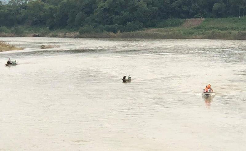 Tìm được thi thể nạn nhân nhảy sông Hiếu ở Nghệ An - ảnh 1
