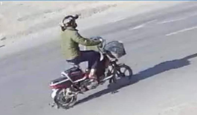 Bị xe đạp điện tông ngã vào xe tải, cô gái tử vong - ảnh 3