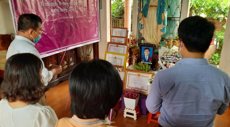 Trao 200 triệu đồng hỗ trợ gia đình sinh viên Nguyễn Văn Nhã  - ảnh 1