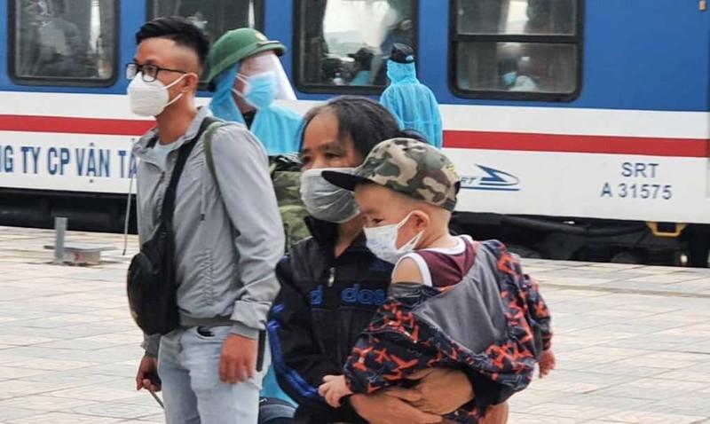 Chuyến tàu chở 815 người từ TP.HCM đã về đến Hà Tĩnh an toàn - ảnh 1