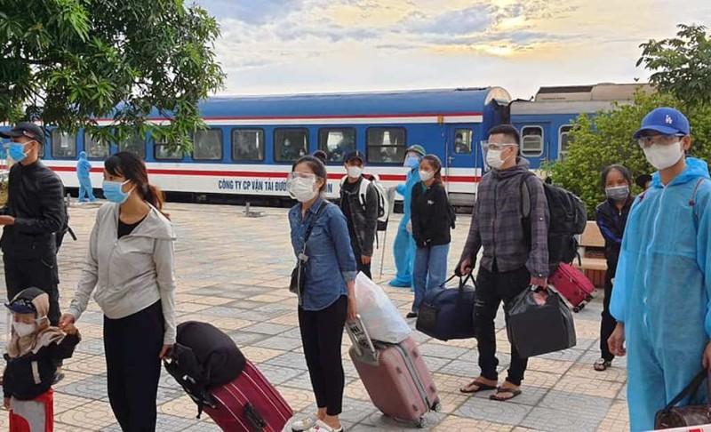 Chuyến tàu chở 815 người từ TP.HCM đã về đến Hà Tĩnh an toàn - ảnh 3