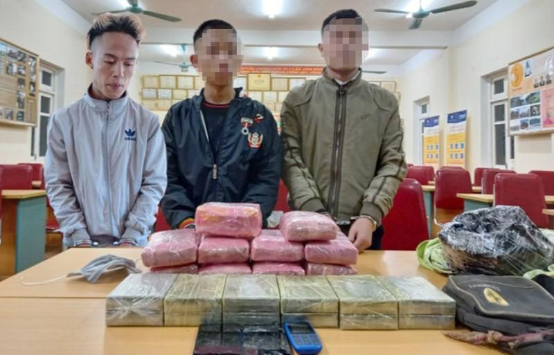 2 học sinh xách thuê 12 bánh heroin lấy 20 triệu đồng - ảnh 1
