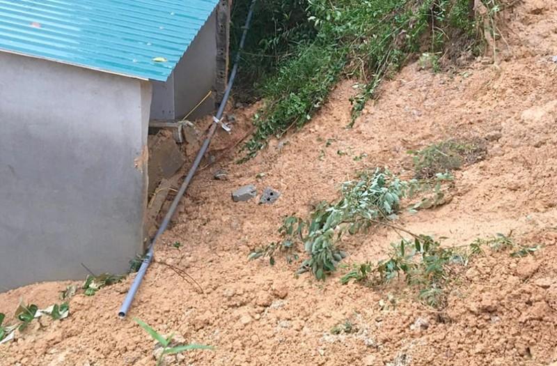 Cứu sống 2 trẻ bị vùi do sạt lở núi ở Hà Tĩnh - ảnh 1