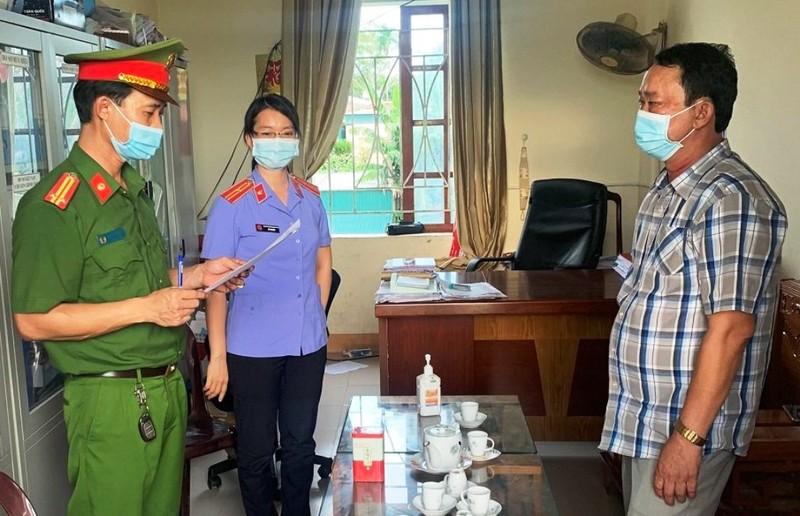 Người dân đưa hối lộ 200 triệu đồng cho nữ cán bộ địa chính xã bị khởi tố - ảnh 1