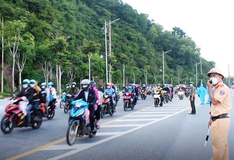 1.000 người từ miền Nam chạy xe máy về quê qua Nghệ An  - ảnh 7