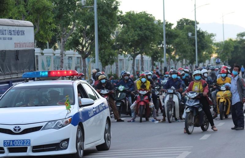 1.000 người từ miền Nam chạy xe máy về quê qua Nghệ An  - ảnh 6