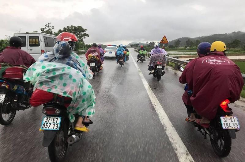Nghệ An hỗ trợ khẩn cấp cho người dân về từ các tỉnh phía Nam  - ảnh 4