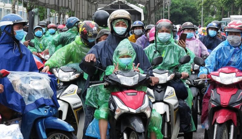 Nghệ An hỗ trợ khẩn cấp cho người dân về từ các tỉnh phía Nam  - ảnh 1
