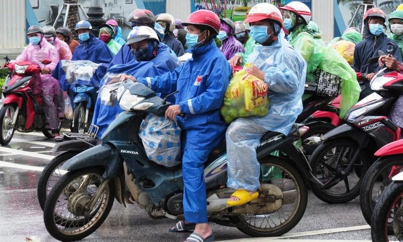 2 người chạy xe máy từ miền Nam về Nghệ An dương tính COVID-19  - ảnh 1