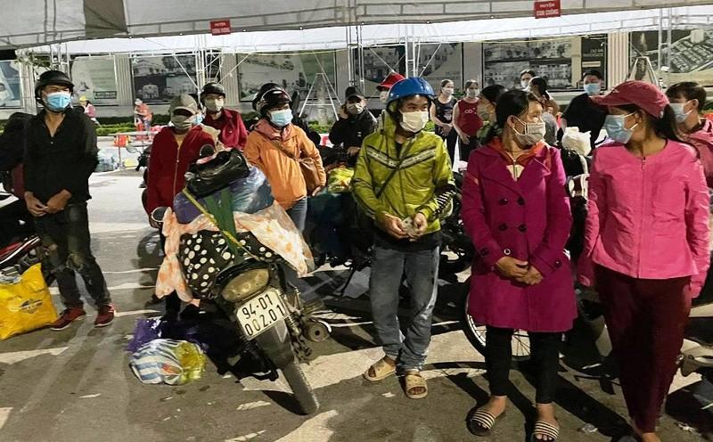 28 người đi bộ và xe máy từ Bình Dương đã vượt 1.200km về đến quê Nghệ An - ảnh 2