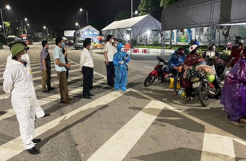 28 người đi bộ và xe máy từ Bình Dương đã vượt 1.200km về đến quê Nghệ An - ảnh 1