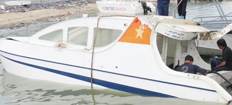 Chật kín người đến xem xử vụ chìm tàu ở Cần Giờ 9 người chết - ảnh 1