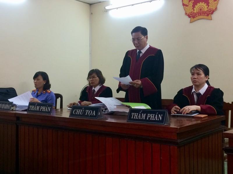 Tạm ngừng phiên tòa 1 tháng vì họa sĩ Lê Linh bị bệnh - ảnh 1
