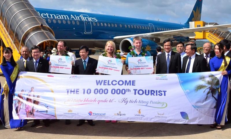 Việt Nam đón du khách quốc tế thứ 10 triệu - ảnh 1