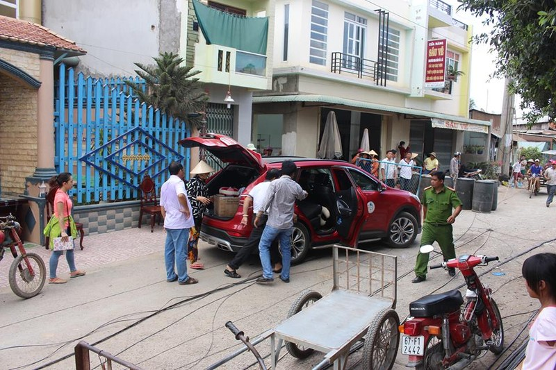 14 nhà trôi sông, An Giang ban bố tình trạng khẩn cấp - ảnh 4