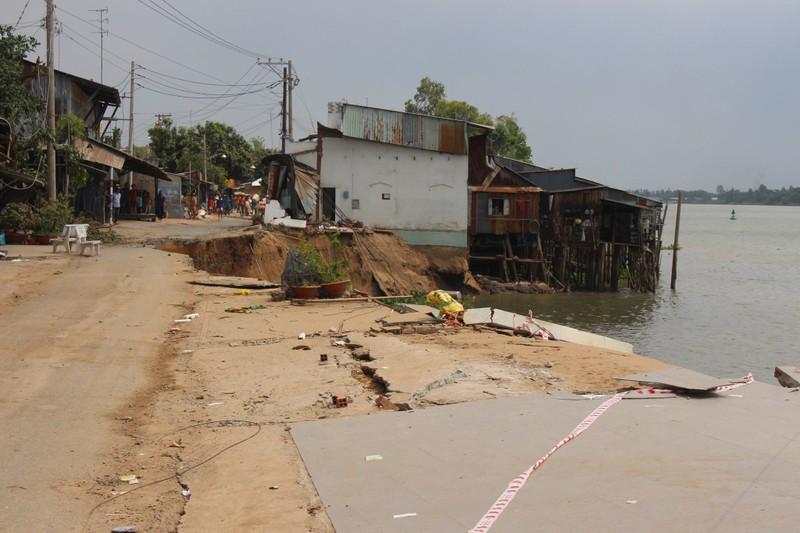 14 nhà trôi sông, An Giang ban bố tình trạng khẩn cấp - ảnh 5