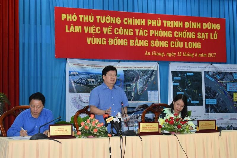 Phó Thủ tướng Trịnh Đình Dũng kiểm tra sạt lở An Giang - ảnh 4