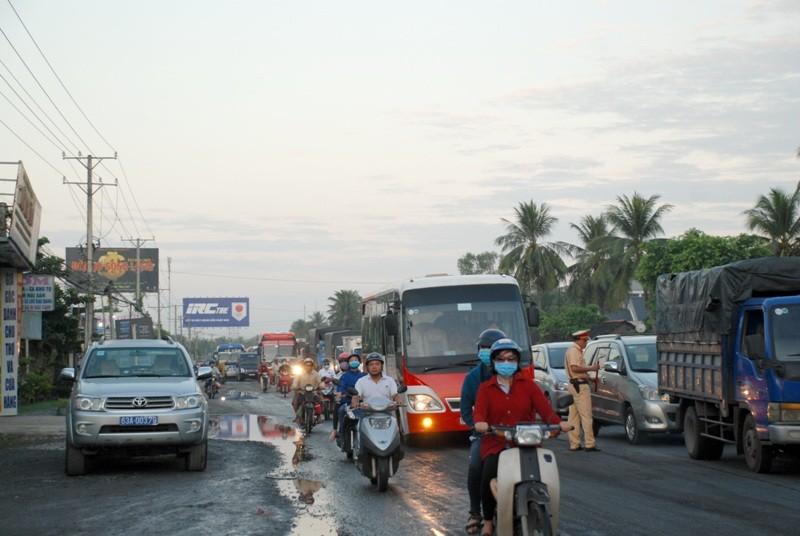 Tai nạn xe giường nằm trên QL1A, 13 người thương vong - ảnh 2