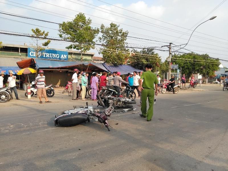 2 xe mô tô đối đầu, 1 nam thanh niên nguy kịch - ảnh 1