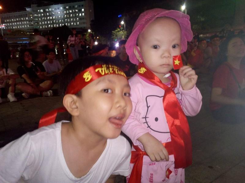 Hình ảnh CĐV ở Cần Thơ cuồng nhiệt dõi theo tuyển Việt Nam - ảnh 3