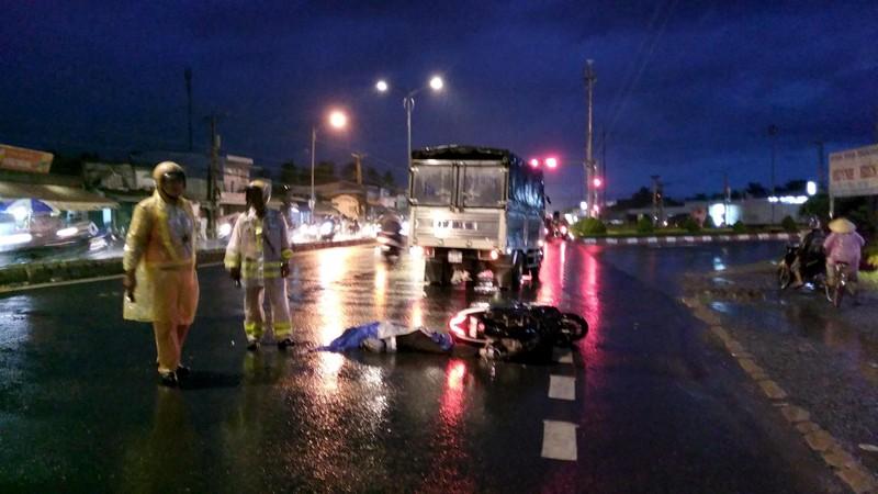 Xe tải va chạm với xe máy, một người tử vong - ảnh 1