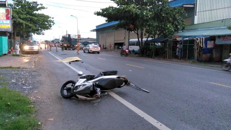 Trên đường đi làm, một CSGT bị xe đầu kéo cán tử vong - ảnh 1