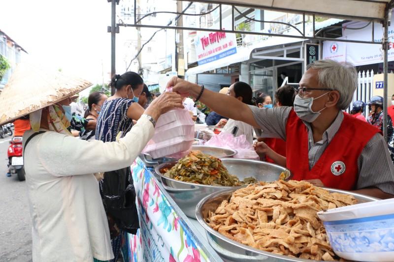 Người dân nghèo Kiên Giang ấm áp với phiên chợ 0 đồng - ảnh 4