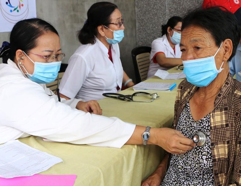 Người dân nghèo Kiên Giang ấm áp với phiên chợ 0 đồng - ảnh 2