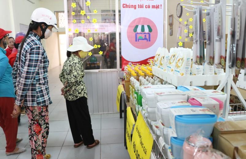 Người dân nghèo Kiên Giang ấm áp với phiên chợ 0 đồng - ảnh 1