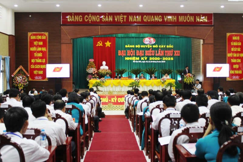 Ông Nguyễn Văn Trung đắc cử Bí thư Huyện ủy Mỏ Cày Bắc - ảnh 1