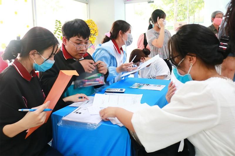 Đề xuất giảm lệ phí đăng ký xét tuyển đại học - ảnh 1