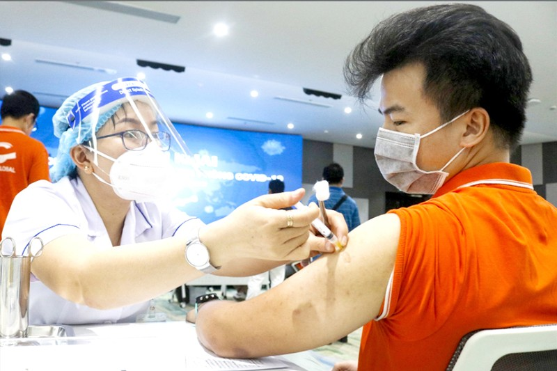 Lưu ý quan trọng khi tiêm vaccine phòng COVID-19 - ảnh 1