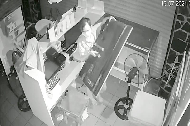 Rộ nạn trộm cắp ở phòng trọ, cửa hàng mùa dịch - ảnh 1