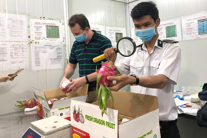 Người nước ngoài muốn mua hàng Việt nhưng không dễ - ảnh 1