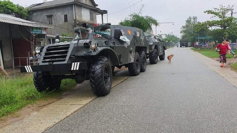Trực thăng đang tiếp cận hiện trường thuỷ điện Rào Trăng 3 - ảnh 3