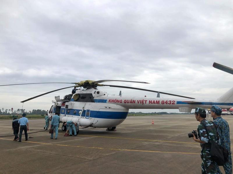 Phó Tư lệnh Không quân tham gia cứu hộ ở Huế - ảnh 1