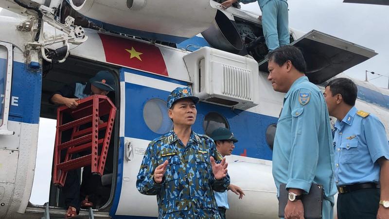 Phó Tư lệnh Không quân tham gia cứu hộ ở Huế - ảnh 3
