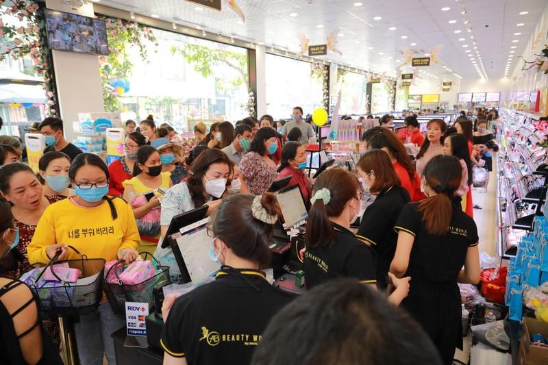 Nhiều khách hàng dự khai trương chi nhánh 9 AB Beauty World - ảnh 4