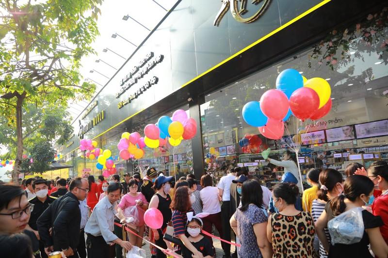 Nhiều khách hàng dự khai trương chi nhánh 9 AB Beauty World - ảnh 3