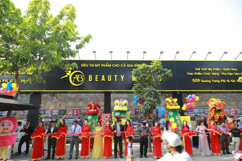 Nhiều khách hàng dự khai trương chi nhánh 9 AB Beauty World - ảnh 2