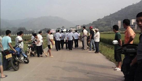 Bốn trẻ nhỏ bị 'thảm sát' trên đường đi học - ảnh 1