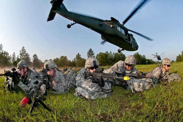 Lính dù Mỹ tập trận quy mô lớn chuẩn bị đánh IS? - ảnh 1